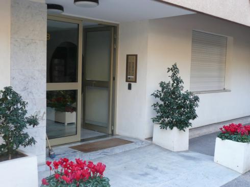 Entrance to apartment block 'Le Rambouillet' - Lucioles Beaulieu-sr-Mer - Panoramic mountain view - Beaulieu - rentals
