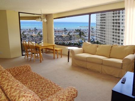 relaxing living area - Spacious Oceanview 2BR Apt - Honolulu - rentals