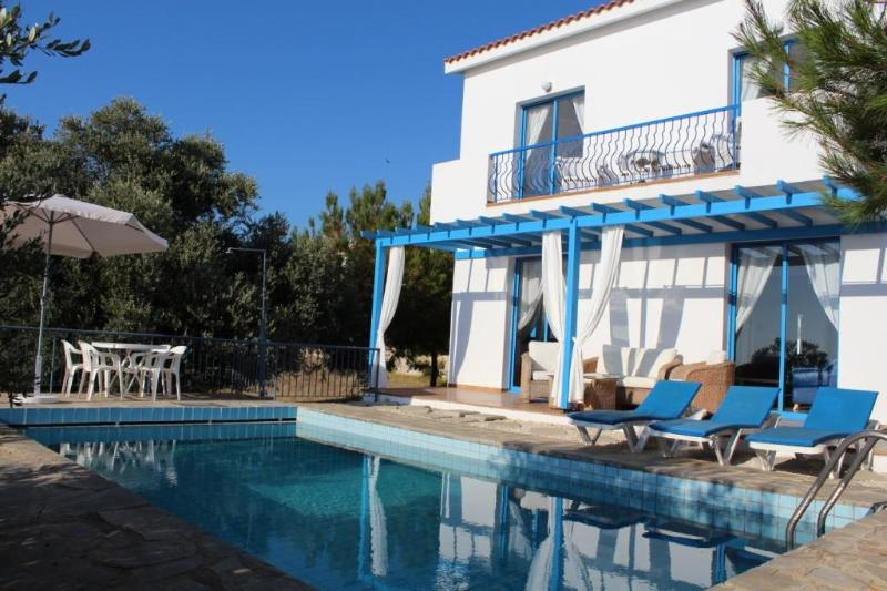 Pool, lower veranda and first floor balcony accessible from the two bedrooms - 3 bedroom villa near the sea with free car hire - Paphos - rentals
