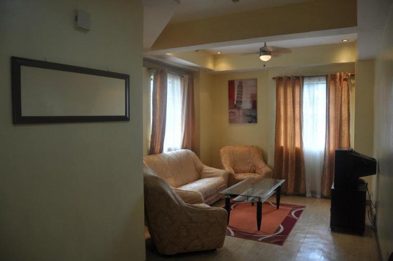 LIVING ROOM - Cozy APT at  center of metro MLA - near MRT SHAW - Philippines - rentals