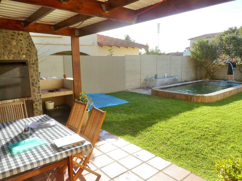 Garden with Pool and BBQ facilities - Holiday Home La Paloma - Cape Town - rentals