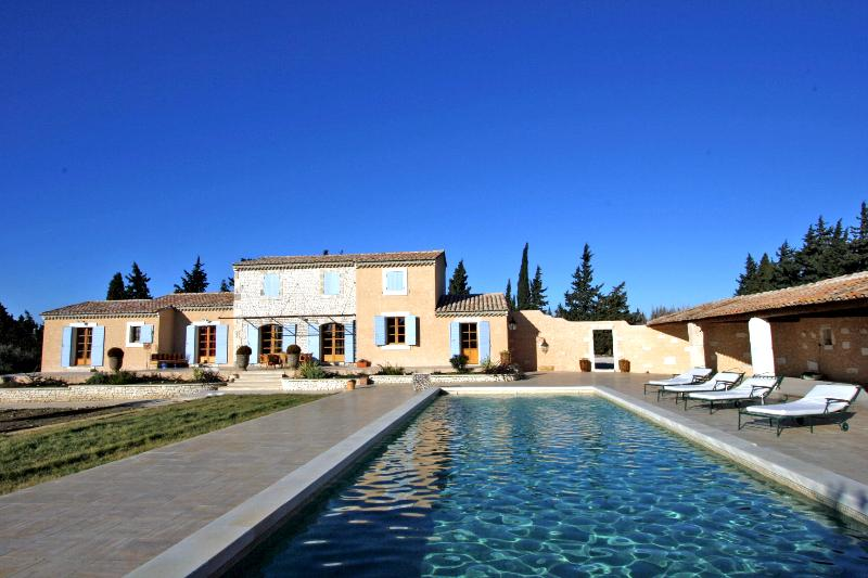 Villa for Family or Friends near Avignon with Heated Pool - Villa Frigoleio - Image 1 - Chateaurenard - rentals