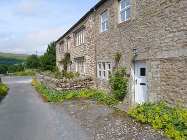 2 ROWAN COTTAGES, romantic base, woodburner, close to shop and pub, in Buckden, Ref. 27835 - Image 1 - Buckden - rentals