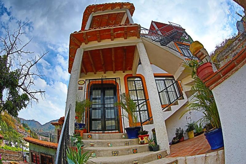 Front Entrance to Casa De LaPaz - CASA DE LA PAZ-UPPER LEVEL (PLANTA ALTA) - Guanajuato - rentals