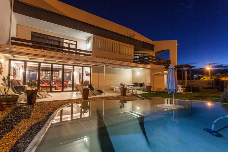 Relax at Beach Pool - AFFORDABLE LUXURY WEST COAST ACCOMMODATION IN CAPE TOWN - Melkbosstrand - rentals