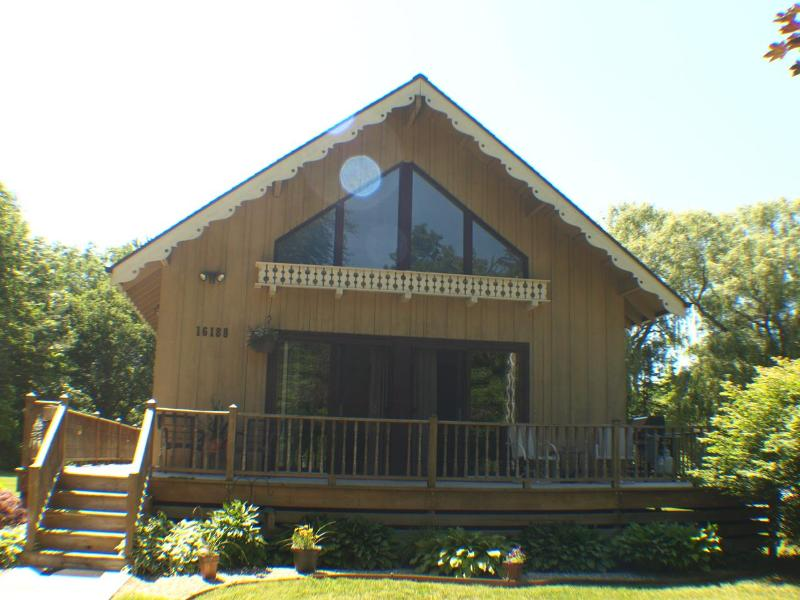 Welcome to Chalet! Located just 1.5 blocks from downtown Union Pier! - aqua Chalet **7/19-7/26 $1895 HOT TUB FIRE PIT - Union Pier - rentals