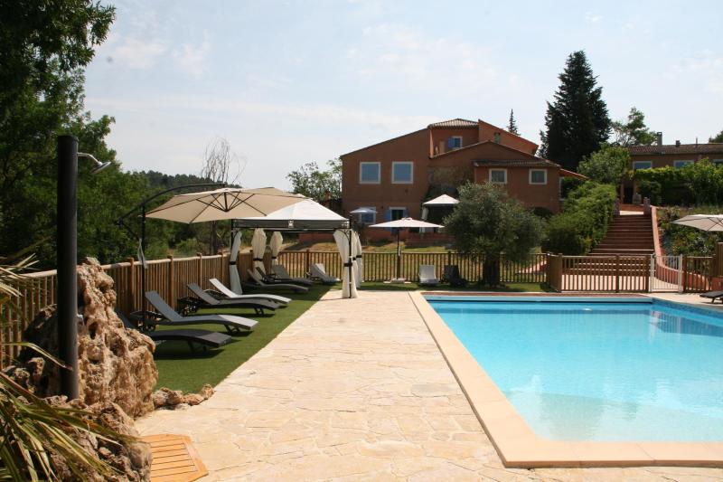 Gite du Thym - Great 3 Bedroom, Pet-Friendly, with Pool and Grill - Image 1 - Brignoles - rentals