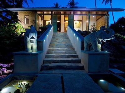 Font view of the house - Luxury Beach Front Villa closer to Unawatuna - Unawatuna - rentals