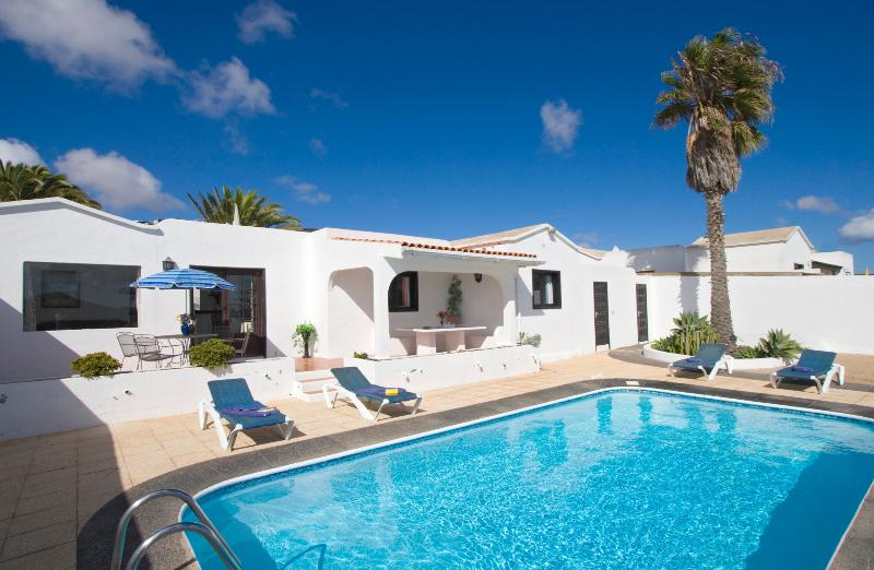 secluded swimming pool terrace - Beautiful villa with private secluded pool Peace and tranquility in Oasis de Nazaret. Wifi An ideal base to see island from - Teguise - rentals