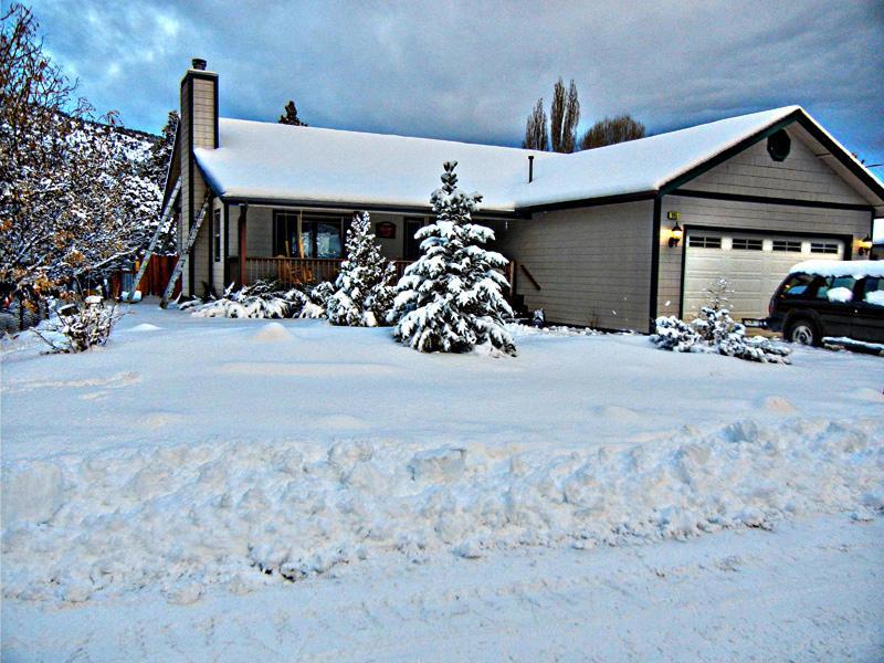 Front Yard View Winter - HOT TUB under the Stars at Gold Mountain Retreat - Big Bear Lake - rentals