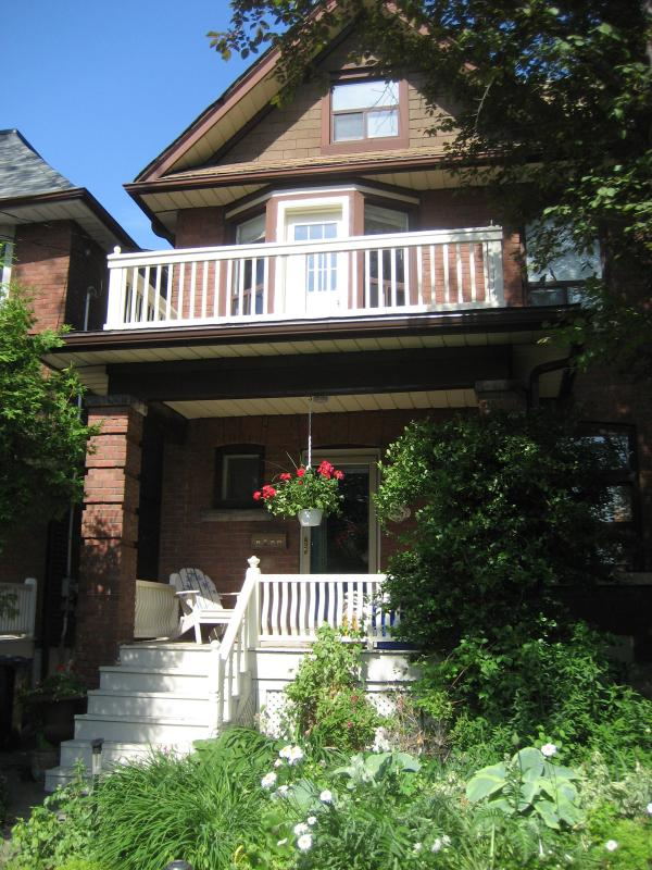 Lovely Comfortable Home in popular Toronto area - Image 1 - Toronto - rentals