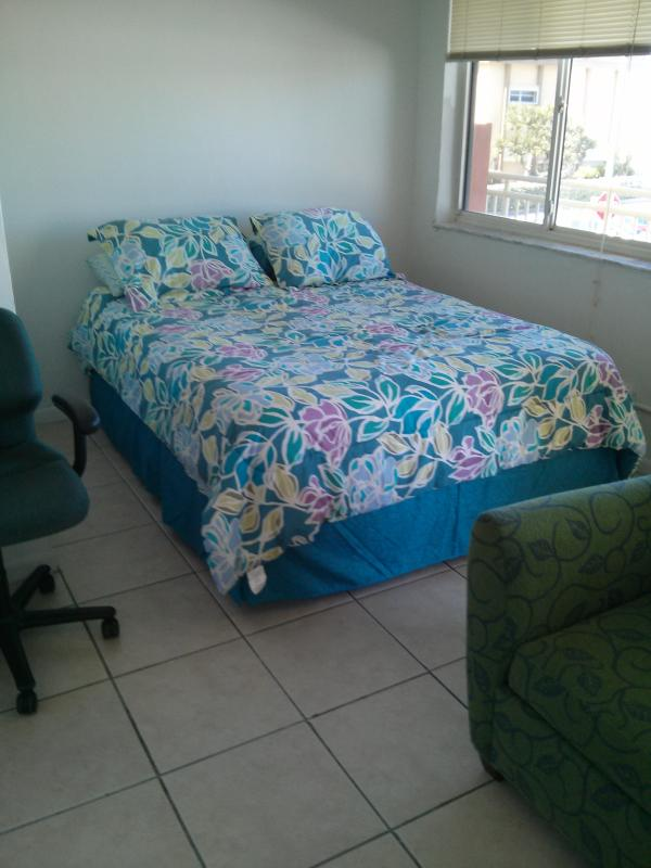 Queen Size Bed. - Gavin On The Beach (7) on Hollywood Beach - Hollywood - rentals