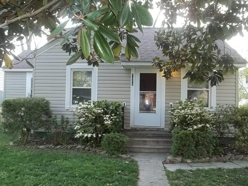 Super Cute, 2 Bedroom, 1 Bath, Furnished Cottage - Image 1 - Colonial Beach - rentals