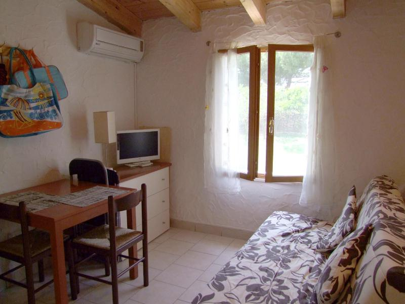 Inside Fig Cottage - Studio Cottage FIG  WIFI  400m from sea own garden - Alghero - rentals