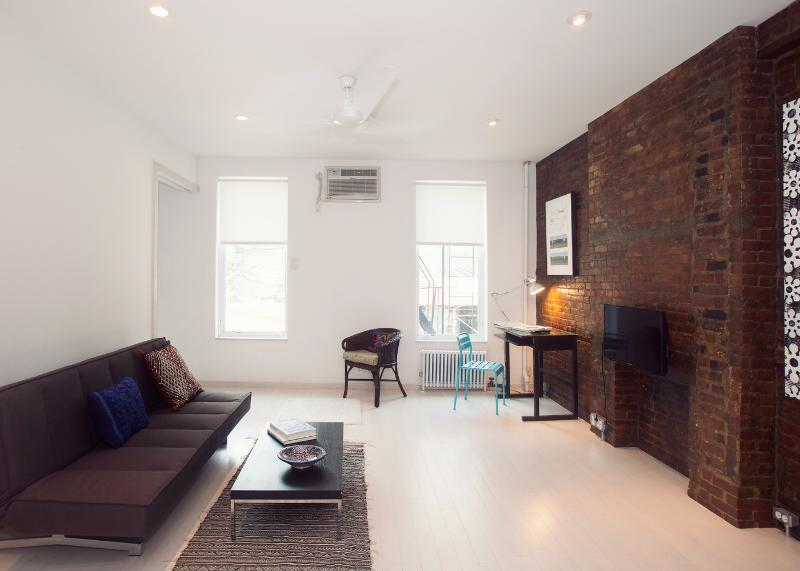 Living Room - Stylish Hipster Loft-Artistic Design, Zen Feel - Long Island City - rentals