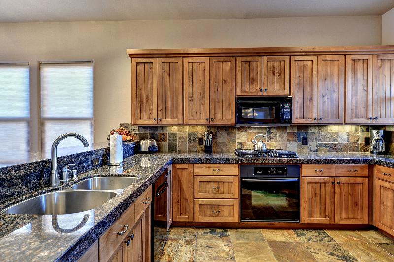 Beautiful Large And Equiped Kitchen - 'Color Country' Entrada  Beauty 3 Bed 3 Bath Home - Saint George - rentals