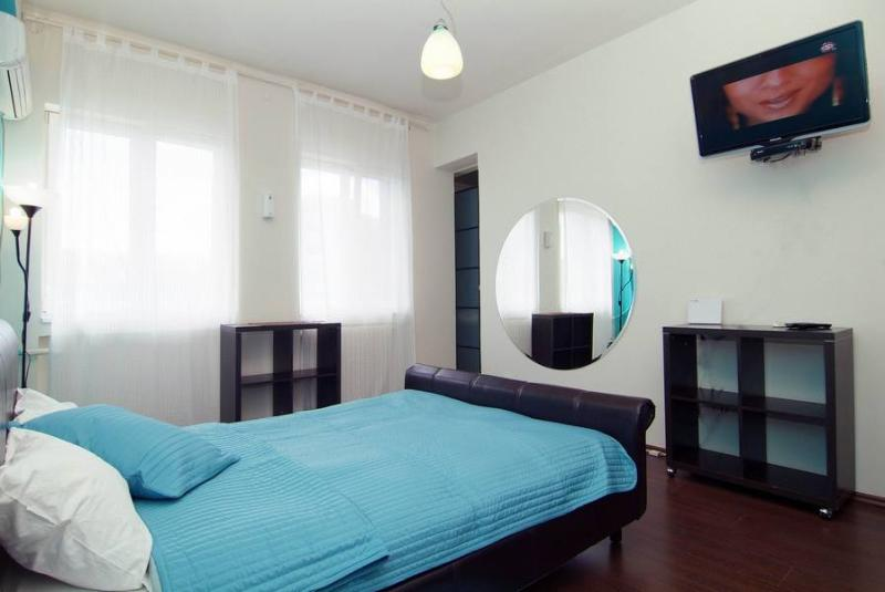 Double Turquoise Studio in Downtown Bucharest - Image 1 - Bucharest - rentals