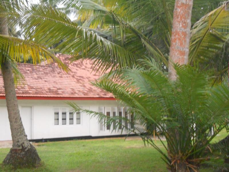 Front view with green garden , ample space - Peaceful Sea Breeze Bungalow with ample space - Hikkaduwa - rentals