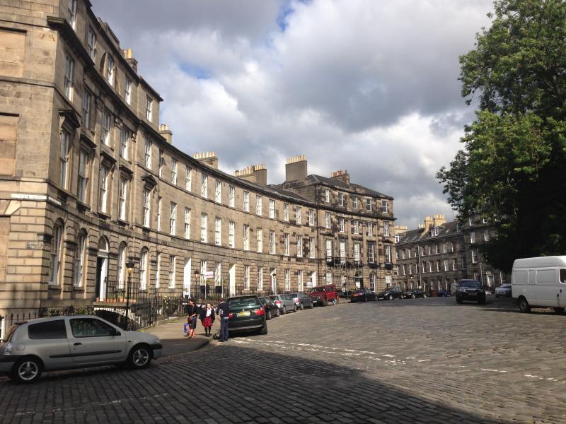 View of the Georgian crescent of Drummond Place/Scotland Street corner - Scotland St - period property in central location - Edinburgh - rentals