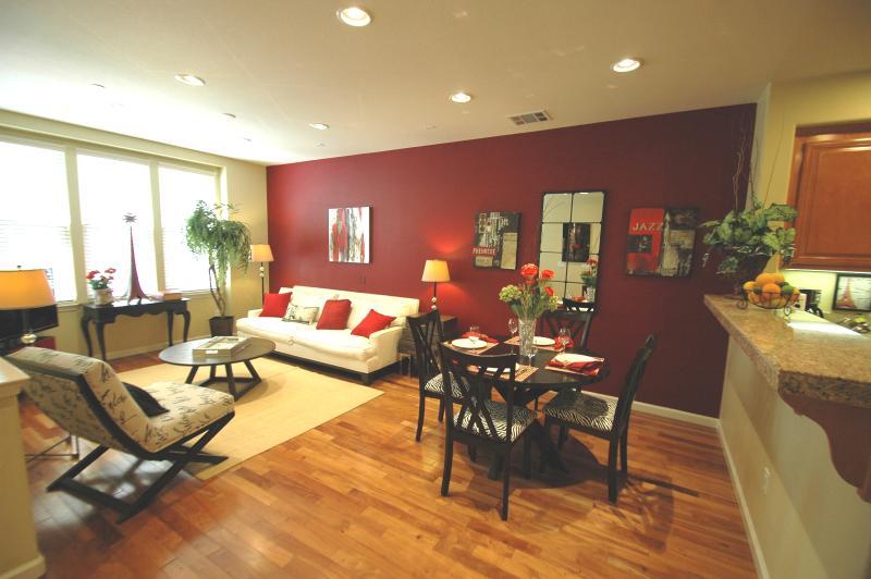 Living room - 3 b/r Parisian Jazz theme home - Santa Clara - rentals