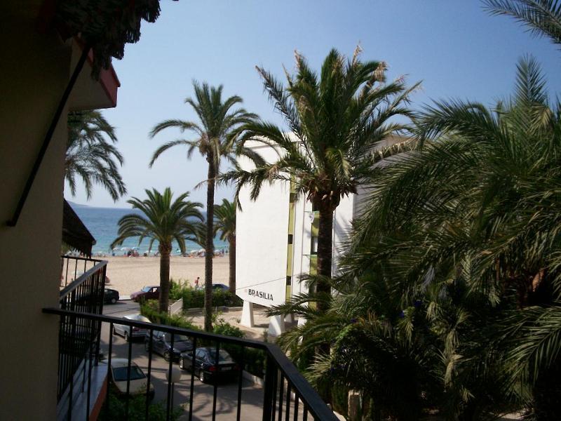 View of the beach from the larger balcony - 4 berth apt on Benidorm beach  WIFI + GB TV FOC - Benidorm - rentals