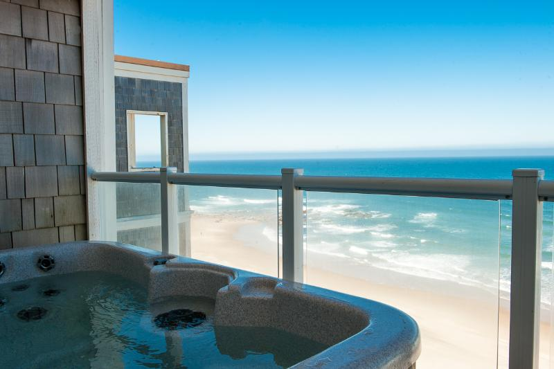 Relax in Your Private Hot Tub Watching the Tide Come In- Book now at www.KeystoneVacationsOregon.com - Top Floor Oceanfront Condo-Hot Tub-Pool-WiFi-HDTV - Lincoln City - rentals