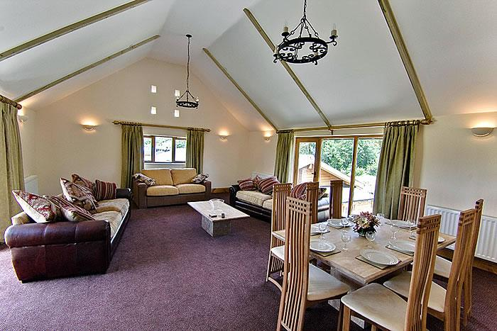 Lounge in The Victoria Suite - Luxury self catering accommodation with pool - Blandford Forum - rentals
