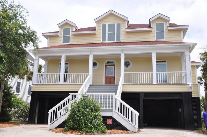 Front Exterior - Lovely Oceanfront 5 Bd, Huge Kitchen, Large Pool!! - Isle of Palms - rentals