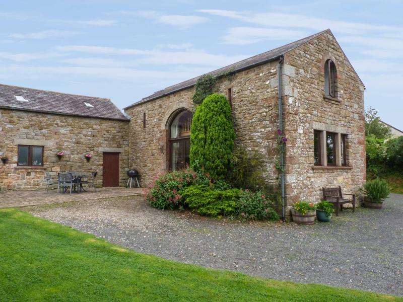 HADRIAN'S VIEW, detached barn conversion, open fire, dog-friendly, in Banks, near Brampton, Cumbria, Ref. 26628 - Image 1 - Brampton - rentals
