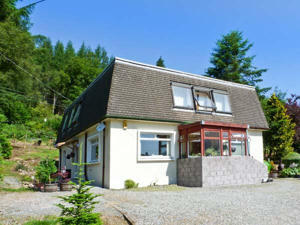 THE WEE LOCAL, cosy cottage annexe, woodburner, off road parking, garden, in Tarbet, Ref 27081 - Image 1 - Tarbet - rentals