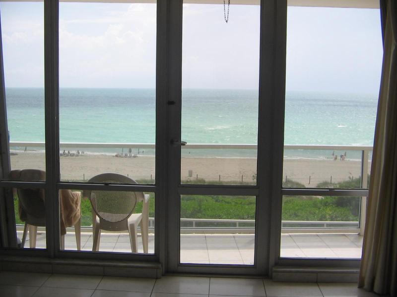 Balcony - Oceanfront Deluxe Apartment - Miami Beach - rentals