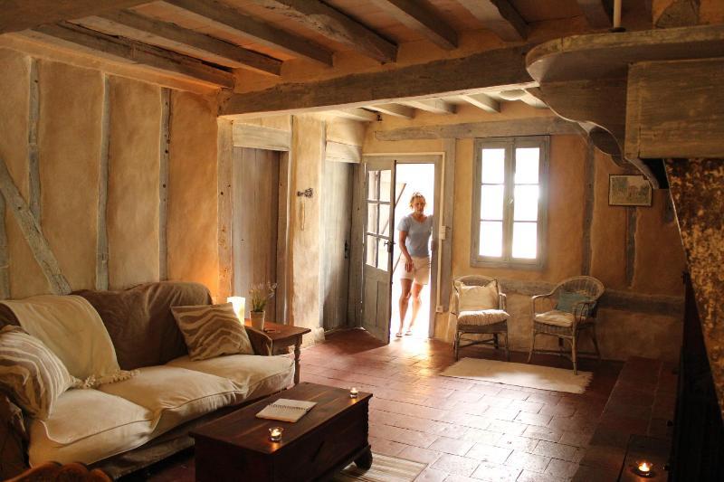 Welcome to the Farmhouse! - A French Farmhouse- LaTourGites - Saint-Justin - rentals