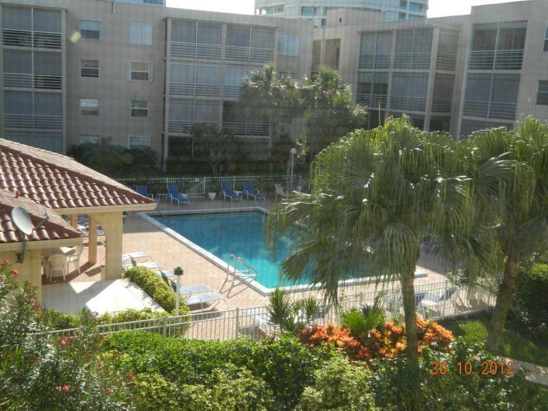 Great view of the pool from the Florida room ! - Sensational 5 STAR Condo on the beach Near Fort Lauderdale !!! - Pompano Beach - rentals