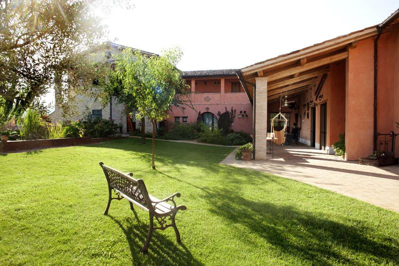 garden and house - a beautiful farmhouse in the heart of Umbria - Bevagna - rentals