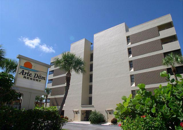 Arie Dam 201 - Spacious corner condo gulf front with exceptional views - Image 1 - Madeira Beach - rentals