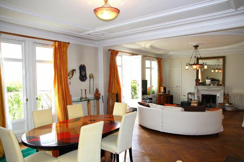 Large >50m2 living room/dining room, comfortable sofas and beautiful dining table with 6 chairs… - All Inclusive 3 Bedroom Apartment Near the Eiffel Tower - Paris - rentals
