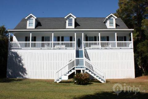 1112 E Ashley Ave, Folly Beach, SC - 5BD/4BA Folly Beach Home-1 Block off Beach - Folly Beach - rentals