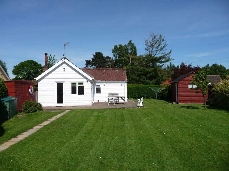 Brightside Three bedroom holiday cottage in Wroxham, Norfolk - Image 1 - Wroxham - rentals