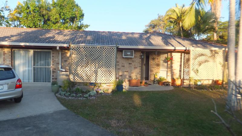 House frontage from driveway - B & B for travellers to Queensland - Brisbane - rentals