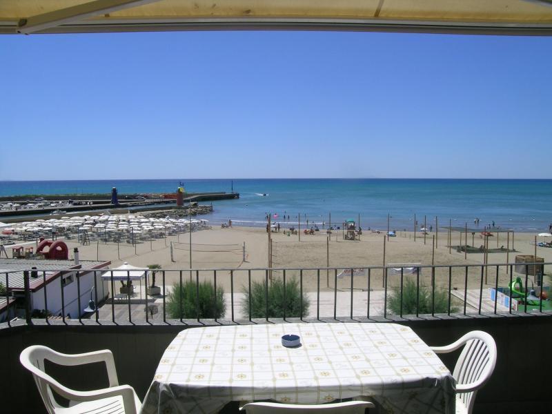 New Comfortable Beachside Apartment Rental - Image 1 - Castiglione Della Pescaia - rentals