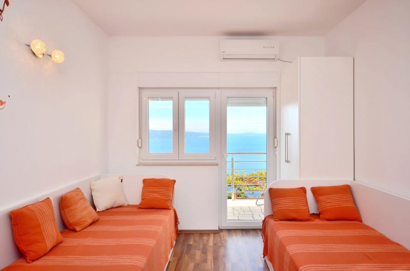 Pikolo Apartments - Orange apartment - Image 1 - Omis - rentals