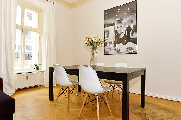 Dining Table - 068 Cool apartment in Berlin´s Gallery District - Berlin - rentals