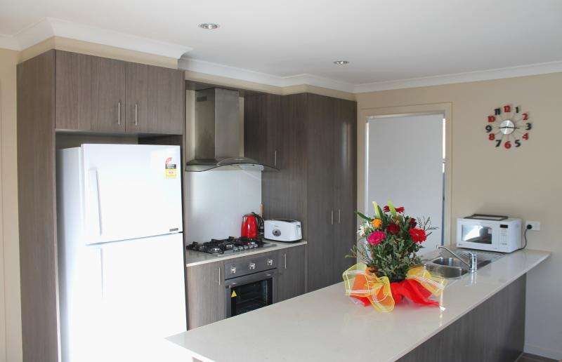 Large Open Kitchen - VILLANDRY Melbourne - Large Homes Ideal for Groups - Melbourne - rentals
