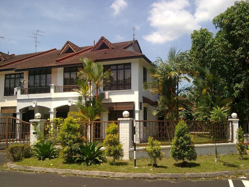 EXTERIOR VIEW - 2 STOREY SEMI-DETACH HOUSE AT MALAYSIA, JOHOR BAHR - Johor Bahru - rentals