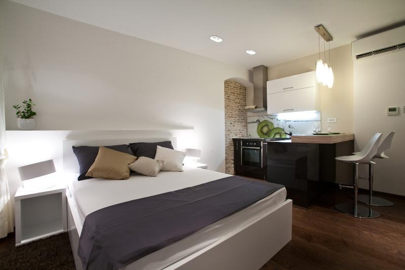Speruna Luxury Apartment with private parking - Image 1 - Split - rentals