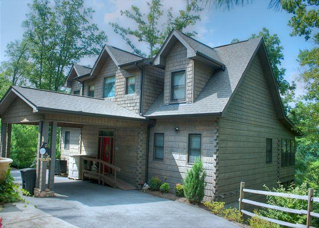 Breathtakingly Luxurious Mountain Lodge with Privacy and Mtn Views! - Image 1 - Wears Valley - rentals