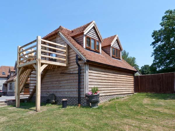 THE BARN, first floor studio apartment, off road parking, decked balcony, near Billingshurst, Ref 26513 - Image 1 - Billingshurst - rentals