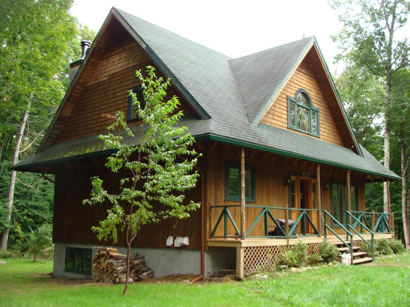 Outside in Summer - Beautifull Chalet in Mont tremblant sleep 11 minute from Place st Bernard - Mont Tremblant - rentals