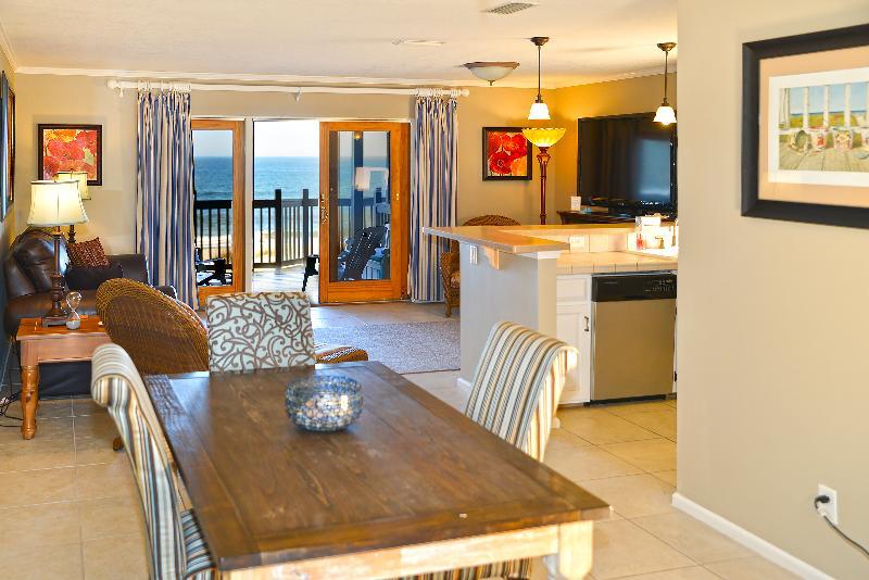 Dining Area - Captain's House B2 Oceanfront - Fernandina Beach - rentals