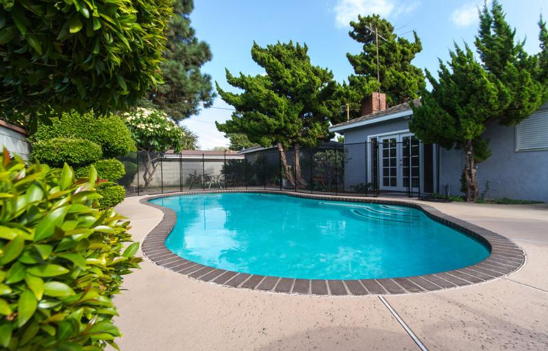 Gorgeous private pool  3-5ft deep.  Come Enjoy! - Disneyland Pool Home! Best Rates! Newly Remodeled! - Anaheim - rentals